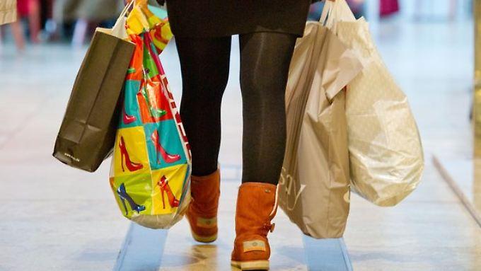 Deutschland in Kauflaune: Der Konsumindex für März ist entgegen der Erwartungen um 0,1 Punkte gestiegen.