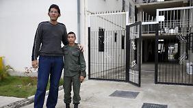 Jeison Rodriguez (l.) ist mit 2,21m auch der größte Mann Venezuelas.