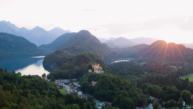 Aussicht auf die Romantische Straße. Sie ist eine der TOP 100 Sehenswürdigkeiten in Deutschland.