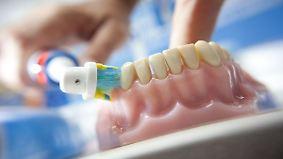 n-tv Ratgeber: Stiftung Warentest bewertet elektrische Zahnbürsten