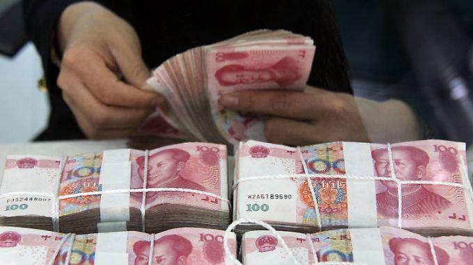 Eine gezielte Kurssenkung des Yuan könnte den Abwertungsdruck nehmen.