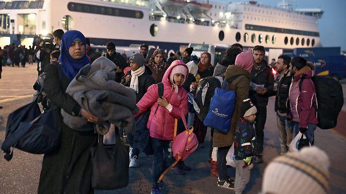 Auf den griechischen Inseln in der Ägäis kommen nach wie vor täglich Hunderte Flüchtlinge an.