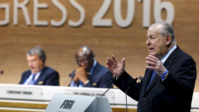 Francois Carrard, der Vorsitzende des Reform-Komitees der Fifa, hatte eindringlich für seine Vorschläge geworben - mit Erfolg.