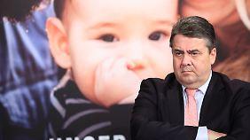 Abfuhr von Angela Merkel: Sigmar Gabriel fordert Ende des Sparkurses