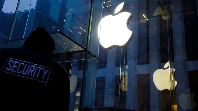 Die Forderungen des FBI verstießen gegen die Verfassung und gefährdeten die Sicherheit aller Nutzer, so die Argumentation von Apple.
