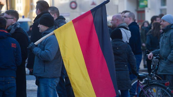 Demonstranten bei einer AfD-Veranstaltung in Stralsund.