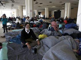 Flüchtlinge in einer Athener Unterkunft.