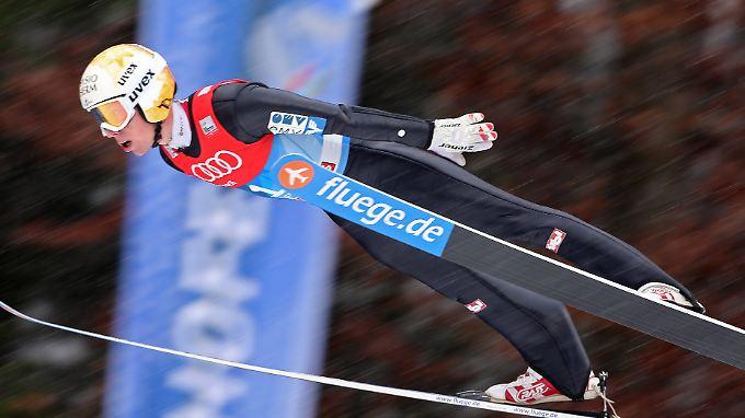 Der österreichische Skispringer Thomas Diethart ist beim Continental-Cup schwer gestürzt.