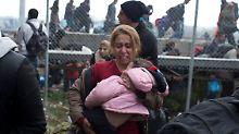 Szene vom griechisch-mazedonischen Grenzübergang
