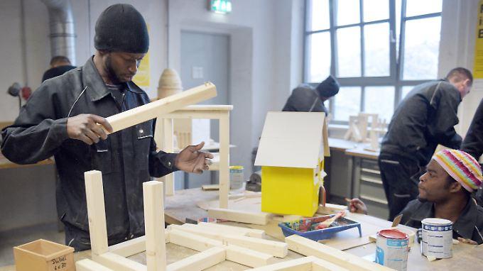 Spezielle Ausbildungsprogramme sollen Geflüchteten den Zugang zu einem Job erleichtern.