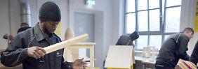 Job-Chancen in Deutschland: Flüchtlinge drängen auf Arbeitsmarkt