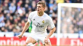 So dynamisch wie in dieser Szene war Toni Kroos im Madrider Derby selten.