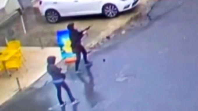 Die beiden Frauen sollen inzwischen getötet worden sein.