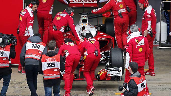Das Ferrari-Team arbeitet hart, um den Rückstand auf Mercedes aufzuholen.