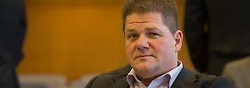Der ehemalige NPD-Chef Holger Apfel sagte vor dem Bundesverfassungsgericht aus.