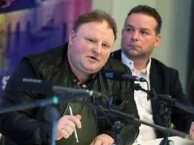 Sie glauben fest an ihren Zug: Die angeblichen Entdecker Andreas Richter und Piotr Koper (v.l.).