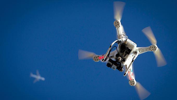 Fast wäre es zu einem Unglück gekommen. Eine Drohne flog zu nahe an einem Flugzeug vorbei.