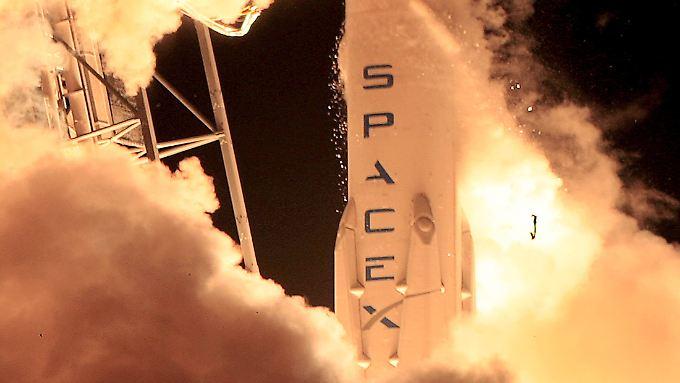 """Die """"Falcon-9""""-Rakete startete zwar erfolgreich. Die Landung gelang jedoch nicht."""