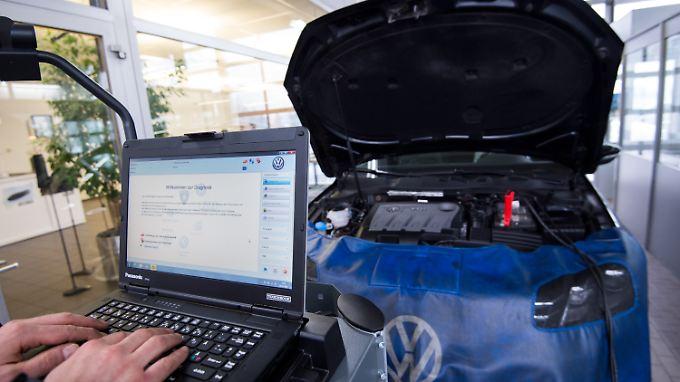 Überprüfung eines VW Passat TDI.