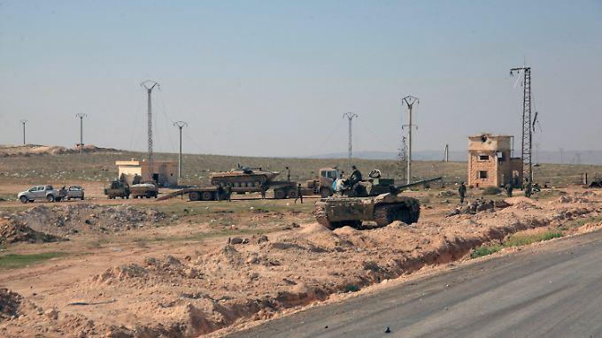 Panzer der syrischen Armee in der Provinz Aleppo.