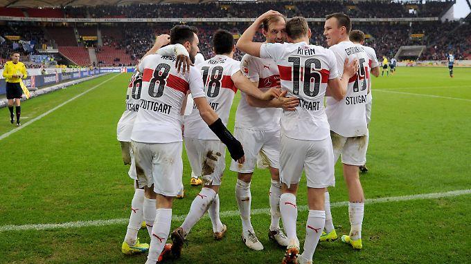 Gleich fünf Tore schenkten die Stuttgarter den Gästen aus Hoffenheim ein und rückten auf Tabellenplatz 10 vor.