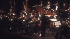 Harnoncourt dirigiert das von ihm gegründete Concentus Musicus.