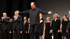 Harnoncourt machte sich auch als Dirigent von Opern und Operetten einen Namen.