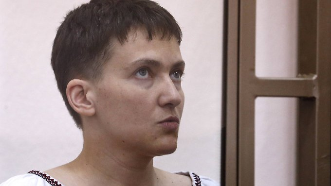 Die ukrainische Pilotin Nadja Sawtschenko protestiert derzeit mit einem Hungerstreik gegen den Prozess.