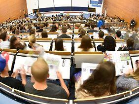 Das U-Multirank Ranking bietet einen internationalen Vergleich von Hochschulen in verschiedenen Bereichen.