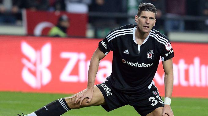 Mit seinen Toren 17 und 18 rettet Mario Gomez einen 3:1-Erfolg gegen Schlusslicht Eskisehirspor.