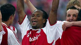 2003 erringt Zé Roberto mit dem FC Bayern München die Meisterschale.