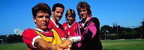 """""""Entscheidend ist für mich die sportliche Fürsorge durch meinen Verein. Geld ist für mich nebensächlich"""": Andreas Möller im Jahr 1991 mit den Kollegen Uwe Bein, Manfred Binz und Uli Stein bei der Frankfurter Eintracht."""