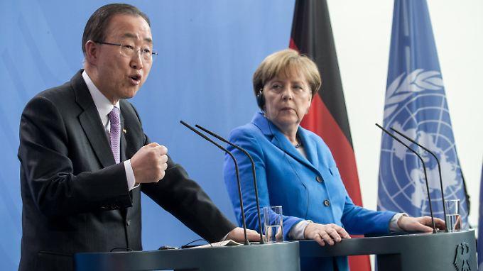 Lob für die Kanzlerin, Kritik an den Alleingängen europäischer Staaten: Ban Ki Moon findet in Berlin klare Worte.