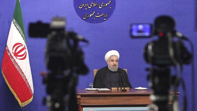 Präsident Ruhani verteidigt das Recht des Iran auf ein Raketenprogramm.