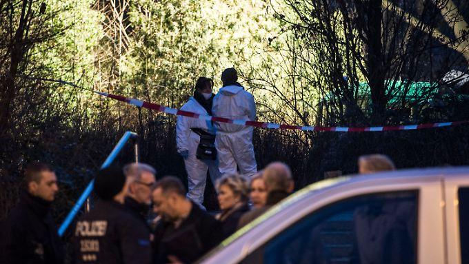 Spurensuche am Tatort - die Berliner Polizei sucht Zeugen im Fall des toten Babys.