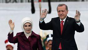 Haben diese Woche beide wütende Proteste in den sozialen Netzwerken ausgelöst: Präsident Erdogan und seine Frau, Emine.