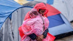 Hoffnungslosigkeit im Flüchtlingslager: Dauerregen verwandelt Idomeni in eine Schlammwüste