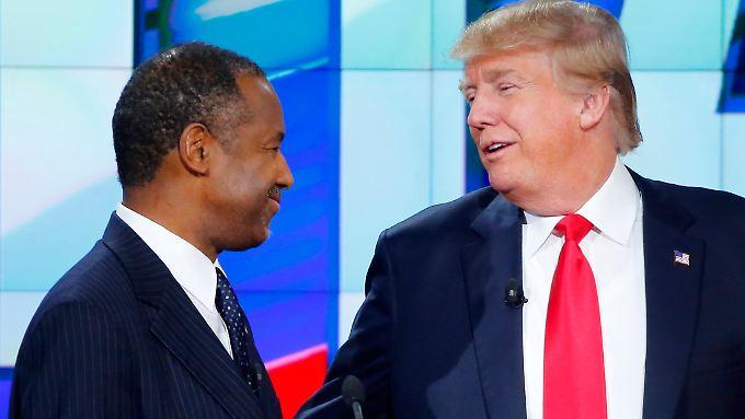Carson (l.) hatte unter anderem große Lücken bei seiner außenpolitischen Kompetenz offenbart.