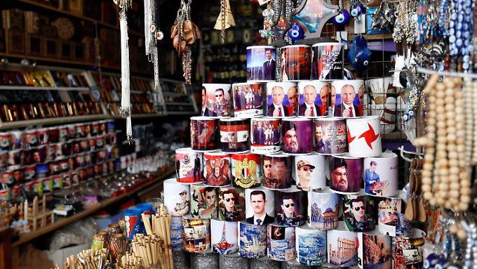 Ein Geschäft in Damaskus verkauft Tassen mit den Konterfeis von Assad, Putin und des Hisbollah-Chefs Nasrallah.