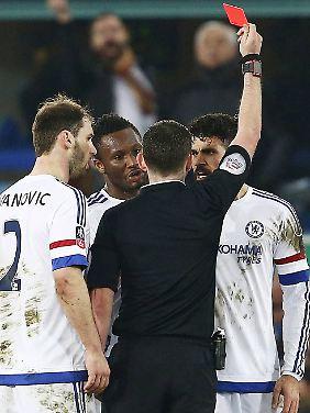 Da Costa mit Gelb-Rot vom Platz gestellt und der Biss-Versuch nicht geahndet wurde, könnte der Chelsea-Stürmer nachträglich gesperrt werden.