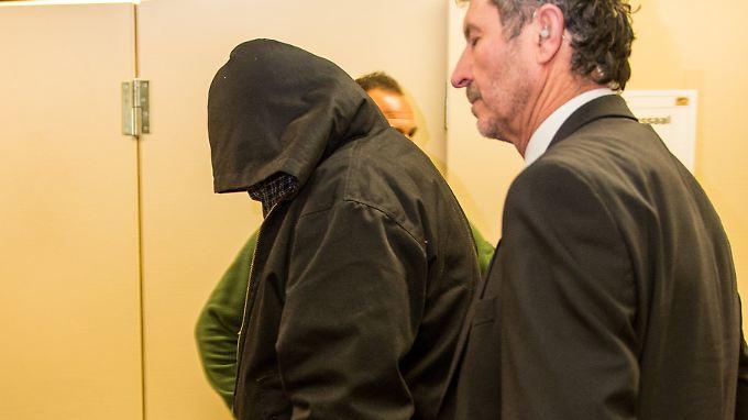 """""""Piatto"""" verschweigt weiter seine Identität und zeigt sich vor Gericht kaum gesprächsbereit."""