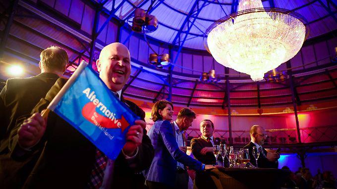 Jubel auf den Wahlpartys der AfD. Die Partei zieht in drei weitere Landtage ein. In acht ist sie nun vertreten.