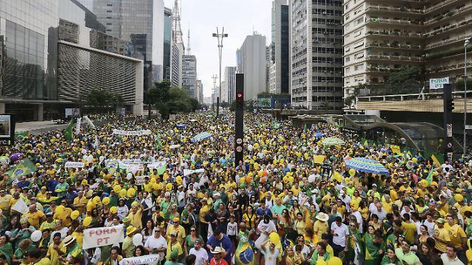 Insgesamt drei Millionen Menschen in Brasilien sind auf die  Straße gegangen.