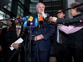 CSU-Chef Horst Seehofer wettert gegen die Kanzlerin.