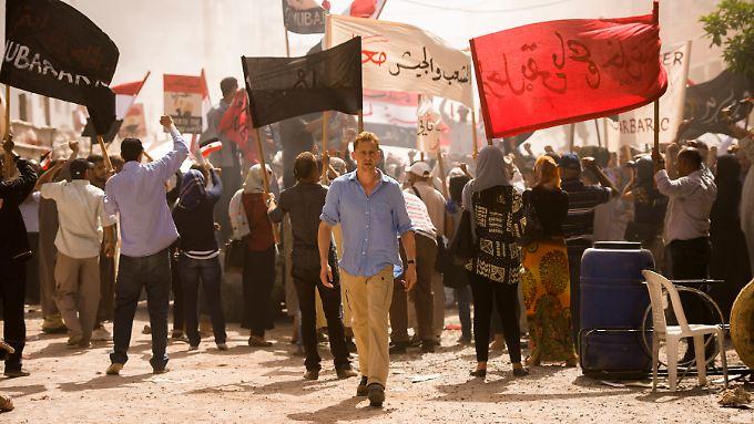 """In Kairo ist Jonathan Pine (Tom Hiddleston) noch einfacher Nachtportier. Das ändert bei """"The Night Manager"""" schnell."""