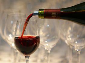Alkoholische Getränke sollten nicht als Schlummerdrinks konsumiert werden. Sie stören den Schlaf.