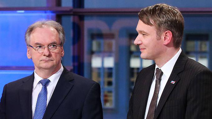 Die AfD mit ihrem Spitzenkandidaten Poggenburg (r) hat Ministerpräsident Haseloff einen Strich durch die Rechnung gemacht.