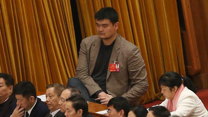 Yao Ming zu Besuch beim Volk