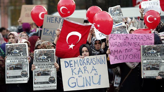 """Zuletzt hatte die türkische Regierung die regierungskritische Zeitung """"Zaman"""" unter ihre Kontrolle gebracht und damit landesweite Proteste ausgelöst."""