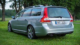 Von Hinten erkennt man den V70 sofort als Mitglied der Volvo-Familie - die eckige Heckscheibe macht ihn unverwechselbar.